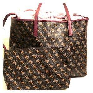Handbags - Oversized Guess Handbag